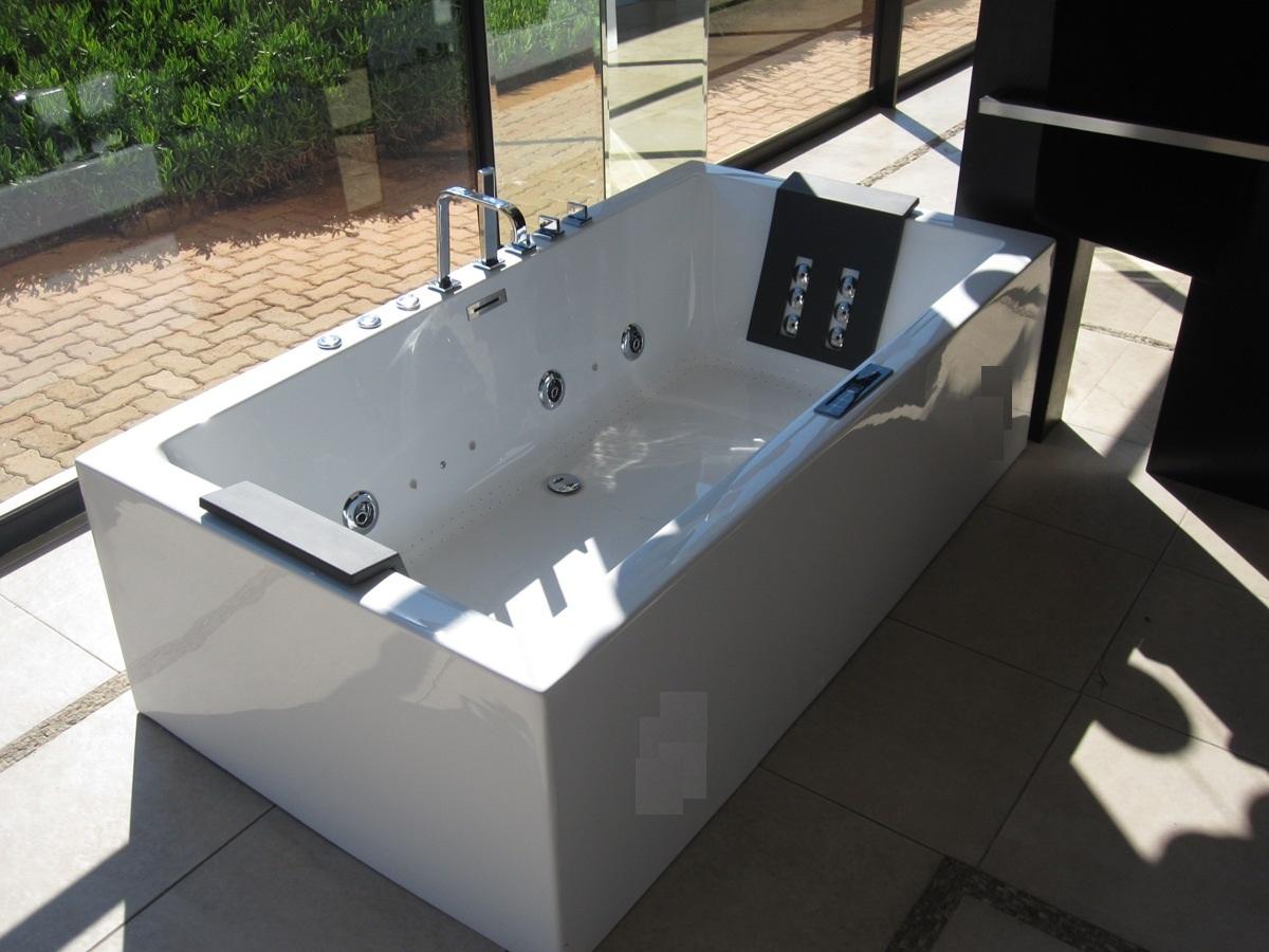 Quatro Hydro Freestanding Jacuzzi Bath - EuroTrend